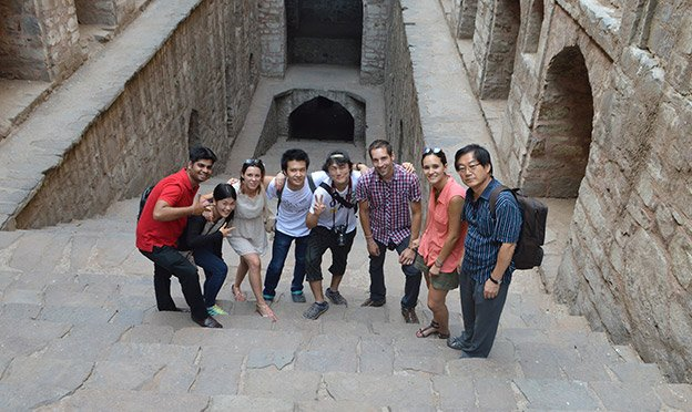 Group of international students explore New Delhi while studying Hindi