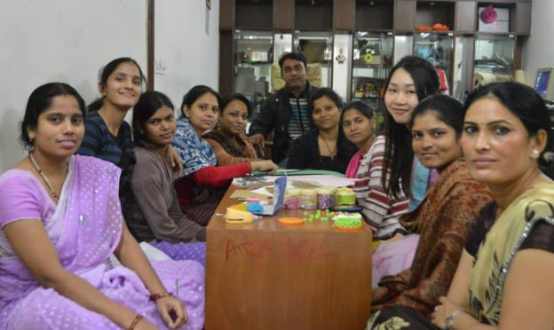 ILSC New Delhi, Social Volunteer Internship student volunteers with children in a local NGO in Delhi