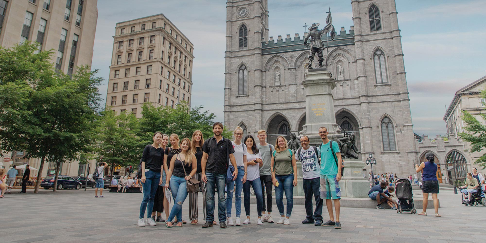 Group of international students study french in Montreal and explore the city during activities