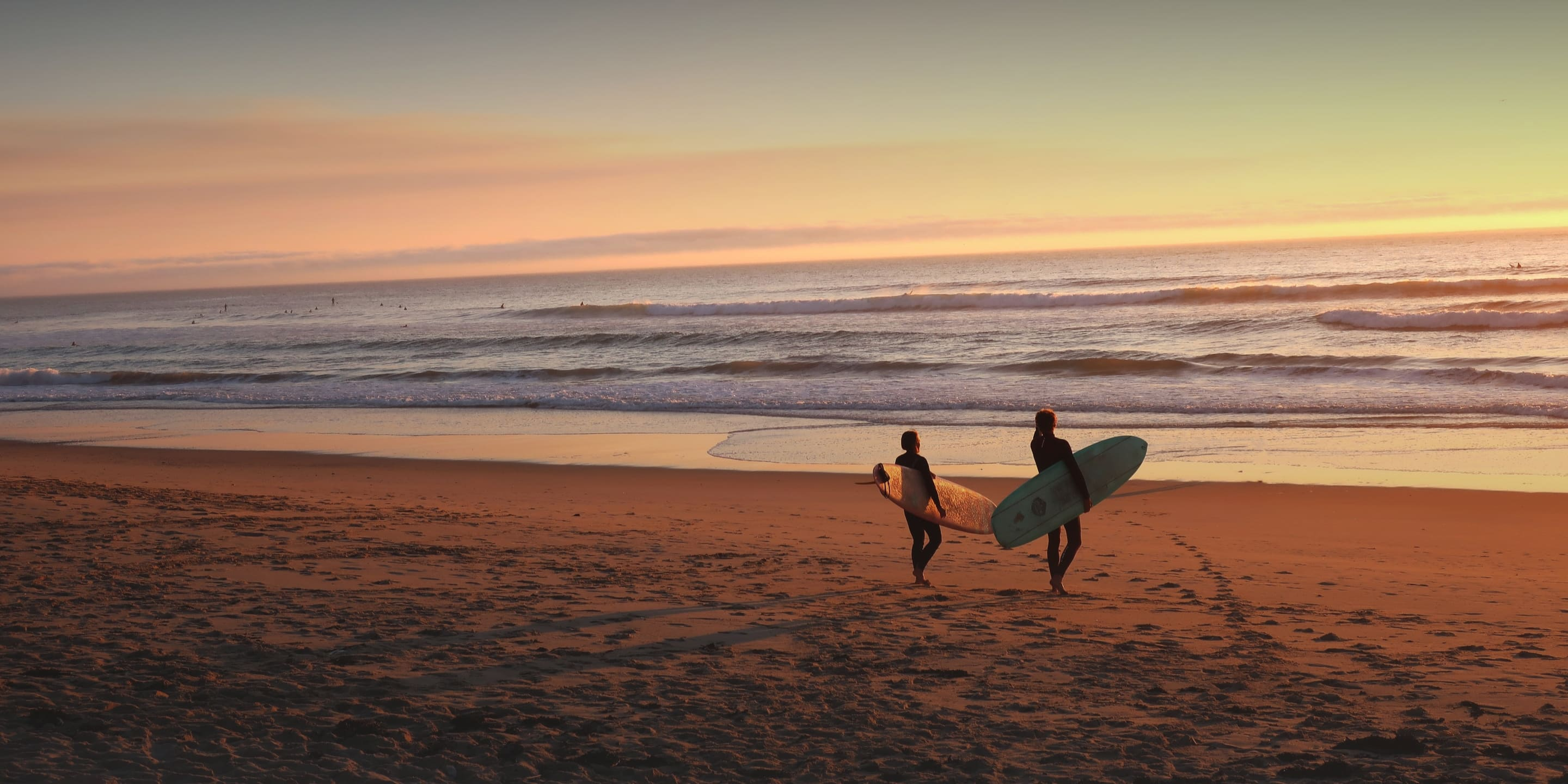 learn english in australia - and enjoy surfing on a beautiful beach